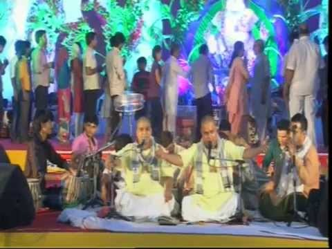 Kripa Barsye Rakhna Radharani- LIVE - bhajan by Shri Chitra Vichitraji Maharaj in December 2014 At Delhi